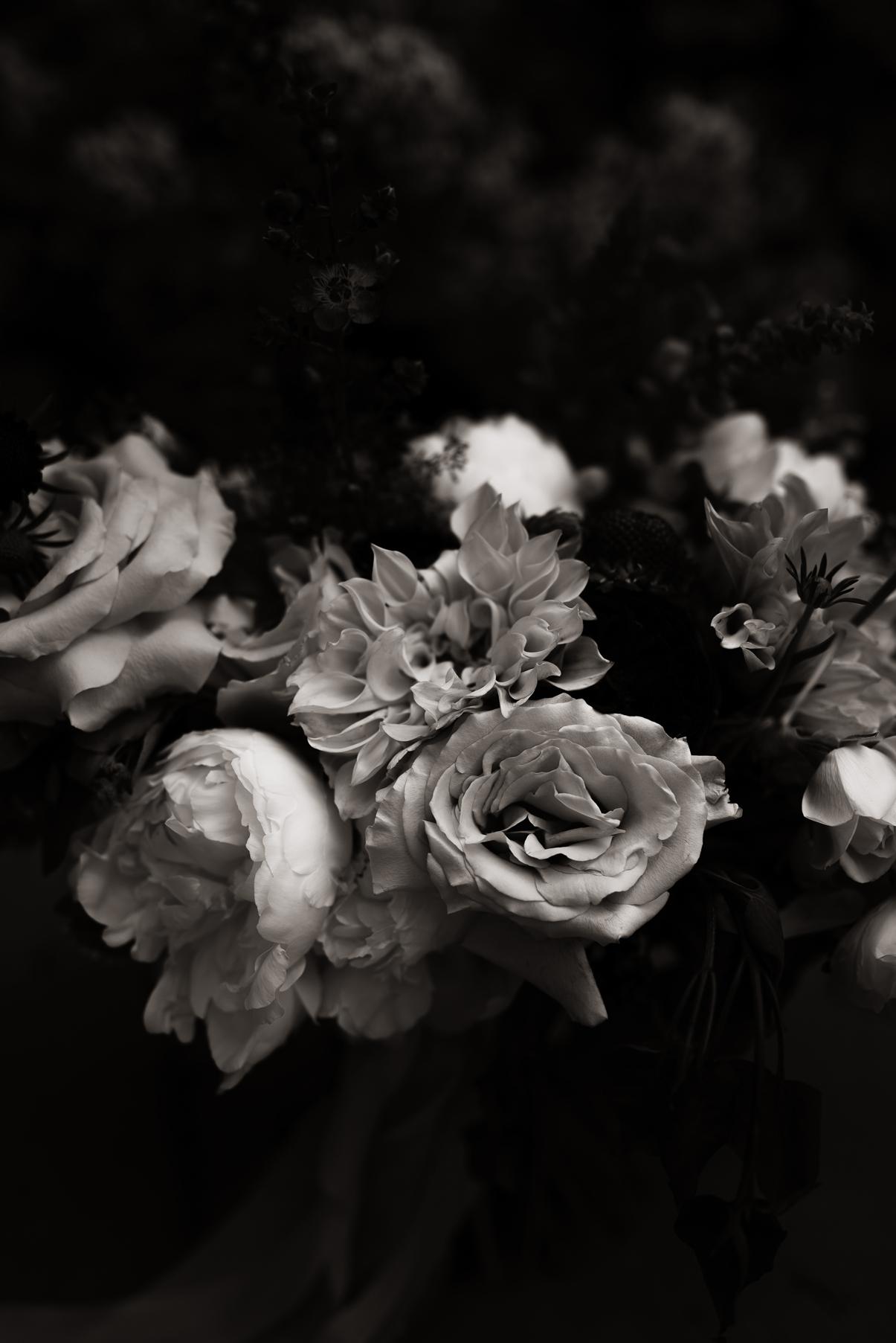 Black and white wedding bouquet | Elisha Braithwaite Photography