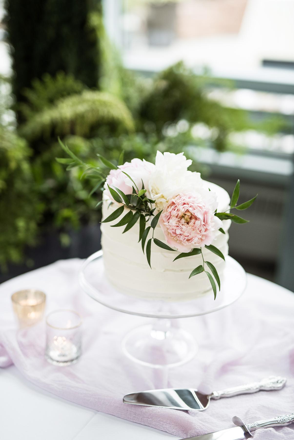siple white wedding cake | elisha braithwaite photography