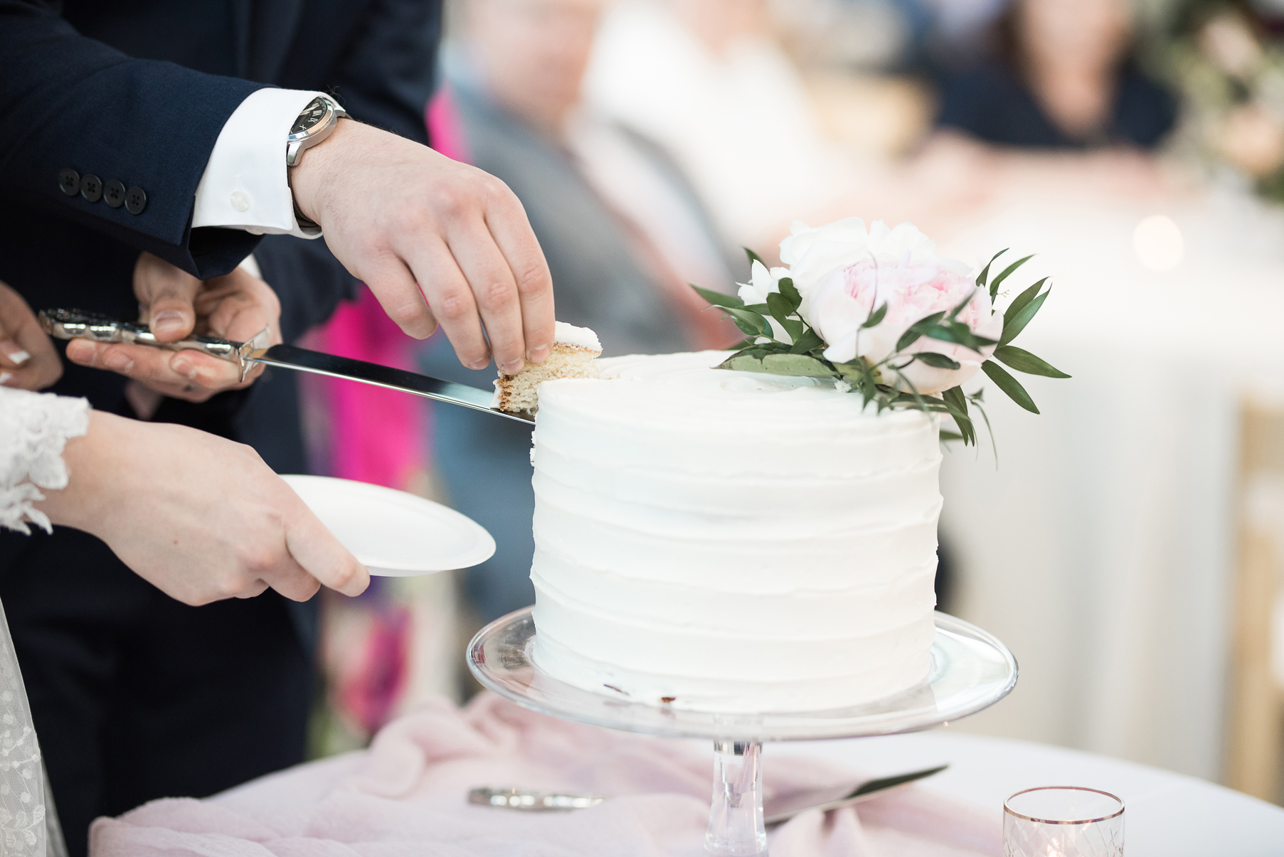 bride and groom cutting cake | red butte garden