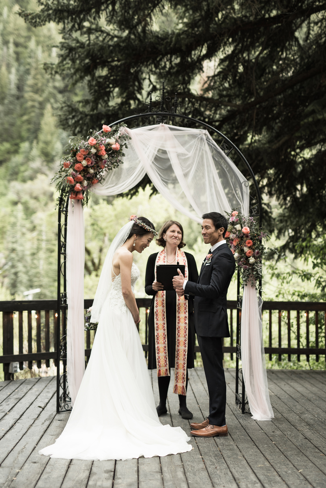 utah mountain wedding at log haven