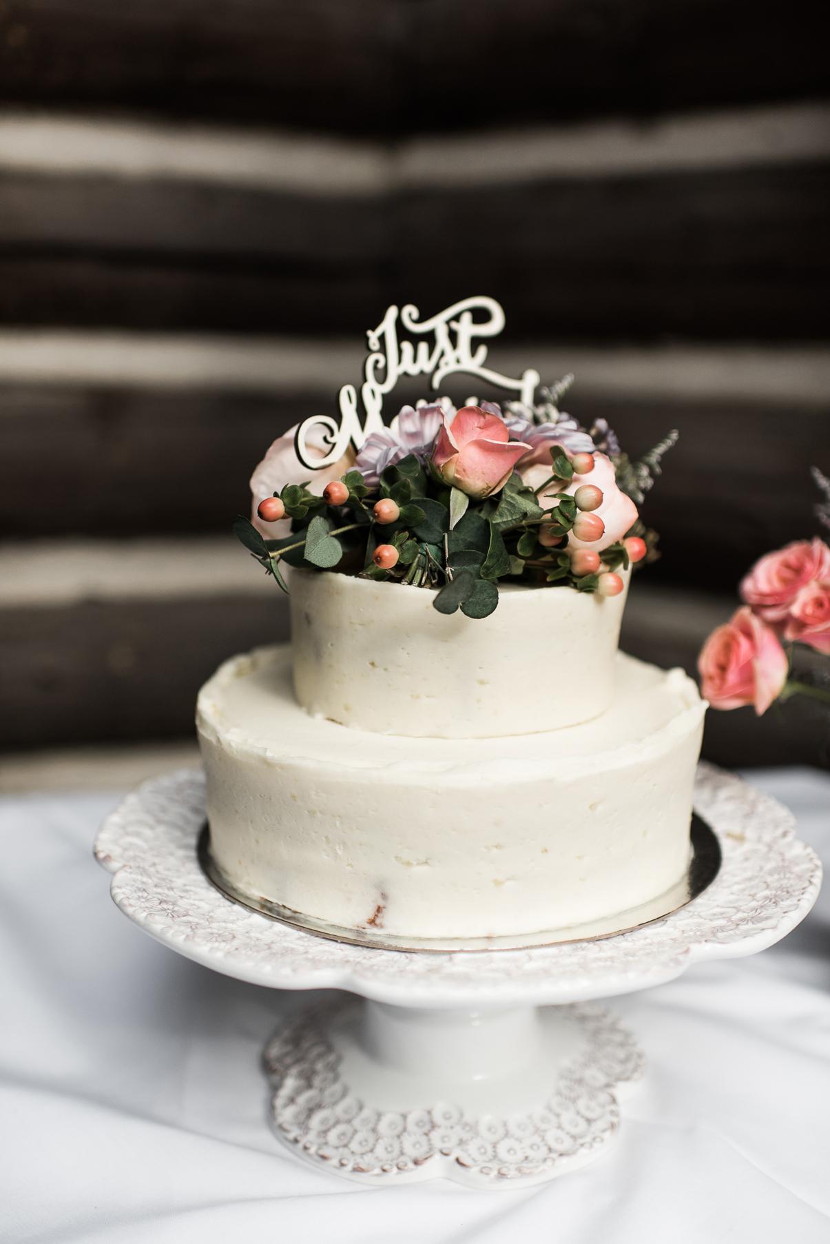 simlpistic white wedding cake salt lake city