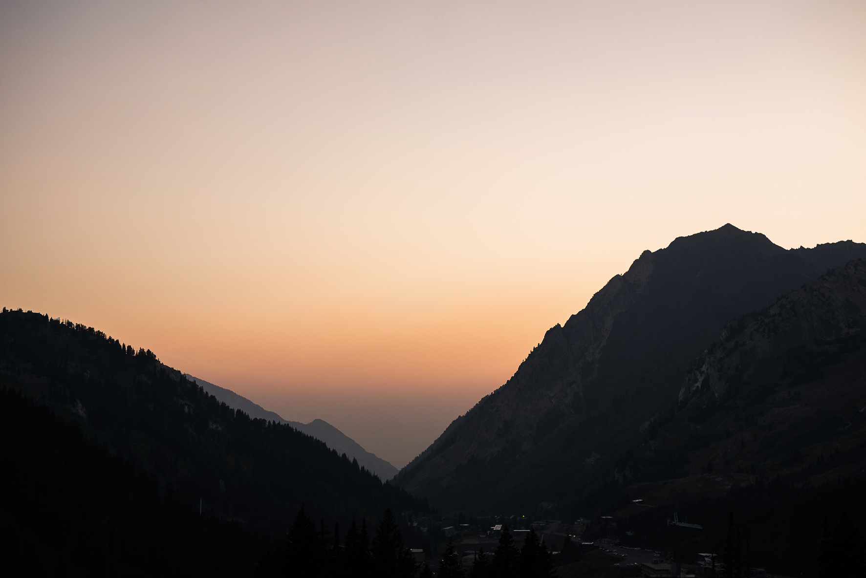 smokey sunset view of little cottonwood canyon