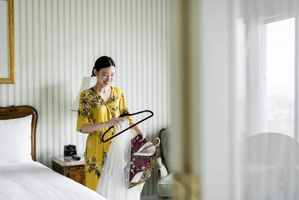 Bride getting ready at Grand America Hotel by Elisha Braithwaite Photography