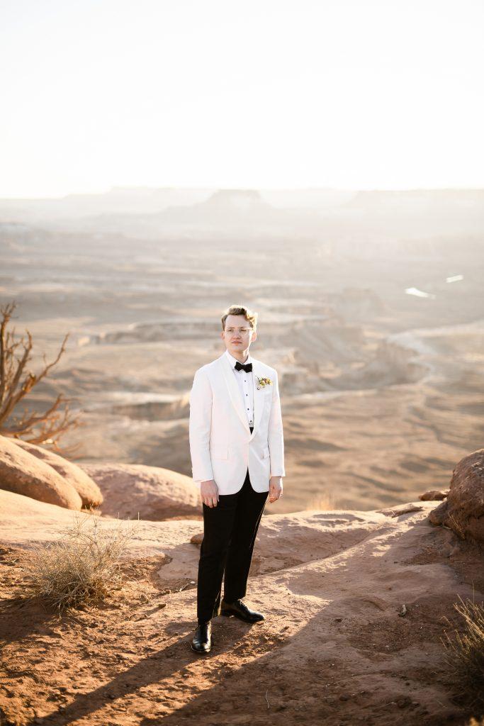 groom overlooking green river overlook