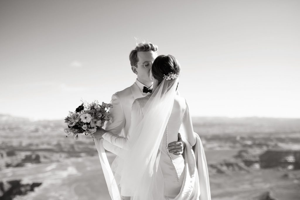 Bride and groom kissing at Green River Overlook