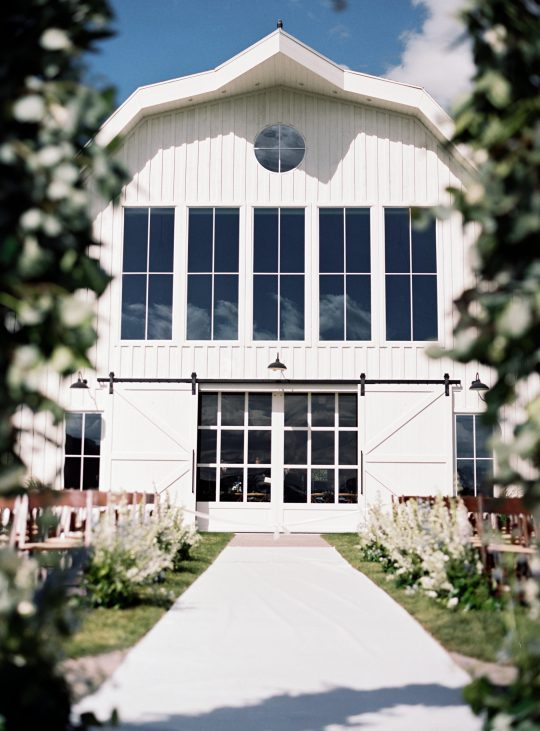 Summer wedding decor at River Bottoms Ranch